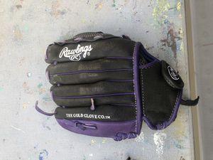 Softball 🥎 glove good for 6u & 8u for Sale in Santa Fe Springs, CA