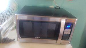 Oster microwave black works good for Sale in San Bernardino, CA