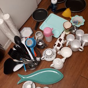 All These Random Kitchen Stuff for 20$ for Sale in Houston, TX