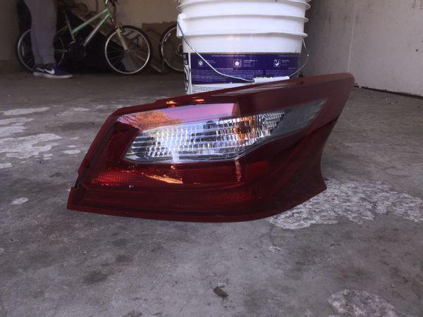 Rear Right light Nissan Altima