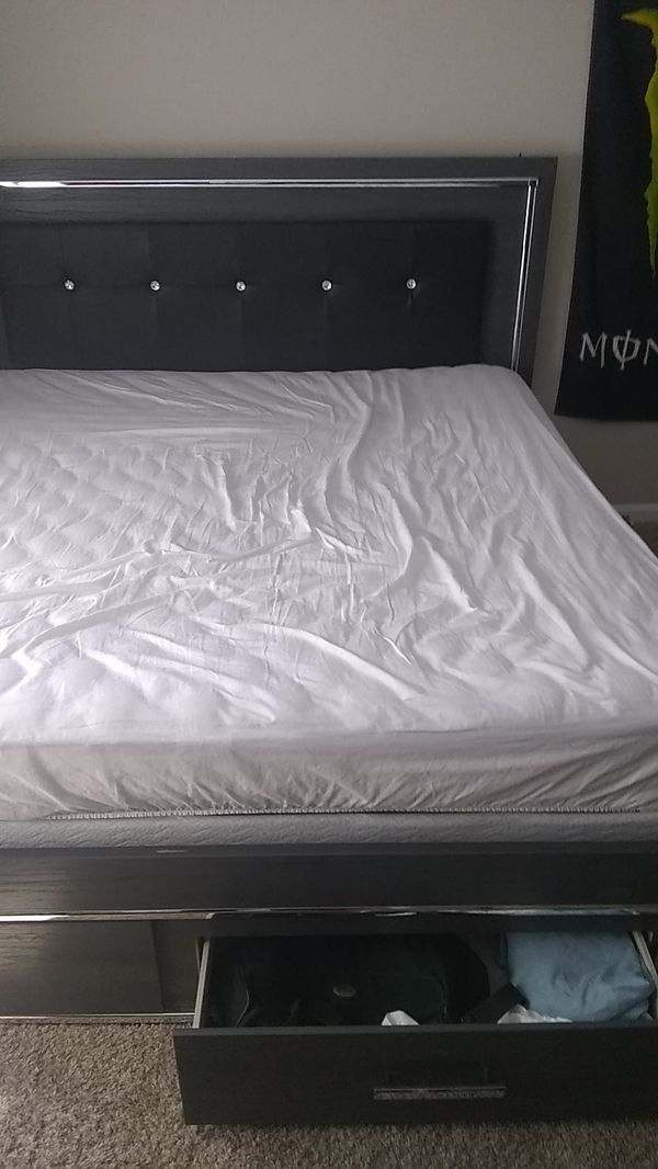 Serta King bed