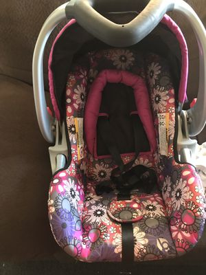 Baby trend car seat for a baby girl for Sale in Worcester, MA