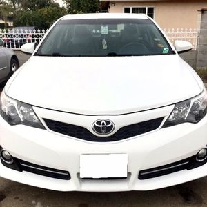 2012 Toyota Camry White for Sale in Fresno, CA
