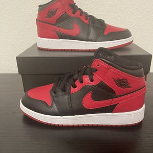 """Jordan 1 Mid """"Banned"""" Available Sizes 6y , 6.5, And 7y for Sale in San Antonio, TX"""
