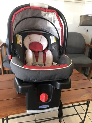 Graco Snuglock Snugride 35 with base Car Seat for Sale in Maple Heights, OH