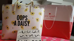 New large Kate Spade Oops a daisy tote with pencil clutch with free VS secret lotion daisy haze for Sale in Round Hill, VA