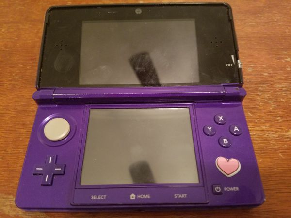Nintendo 3DS, Works perfectly fine, no charger or stylist