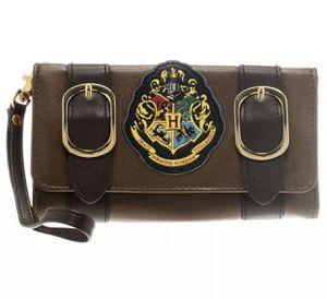 Harry Potter Hogwarts crest wristlet Wallet satchel cartera brown for Sale in Miami, FL