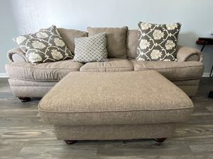 4 piece set in great condition! Couch, love seat, chair, ottoman for Sale in Houston, TX