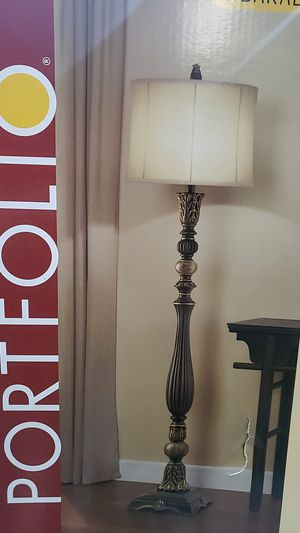 Portfolio Barada 61-in bronze 3 way floor lamp for Sale in Moreno Valley, CA
