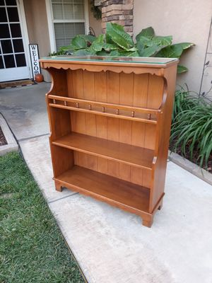 """VINTAGE SOLID WOOD BOOKSHELF W/ GLASS TOP (32""""W×10""""D×39""""H) for Sale in Corona, CA"""
