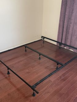 Simmons Beautyrest Premium Bed Frame for Sale in Claymont,  DE