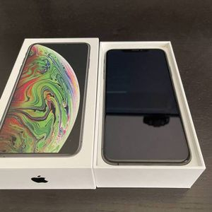 iPhone Xs Max 64 Gbs Unlocked For Any Cellphone Provider for Sale in Hemet, CA