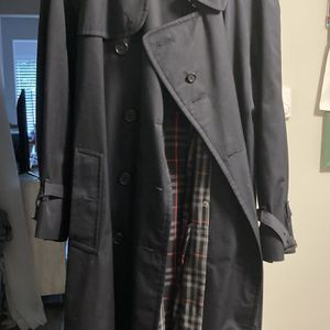 Authentic Burberry Men's Trench coat for Sale in Redmond, WA