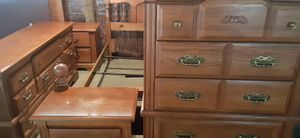 5pc SolidWood Queen Size Broyhill BedroomSet All Like New Bed Frame Chest 2 Nightstands Dresser n Mirror for Sale in Ocala, FL