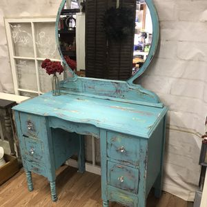 Vintage Chippy Vanity Chalk painted for Sale in Nokesville, VA