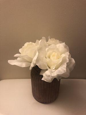 Pretty mauve vase w/ flowers for Sale in Golden Oak, FL