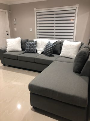 Grey sectional couch for Sale in Miramar, FL