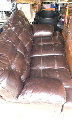 Brown leather loveseat for Sale in Menifee, CA