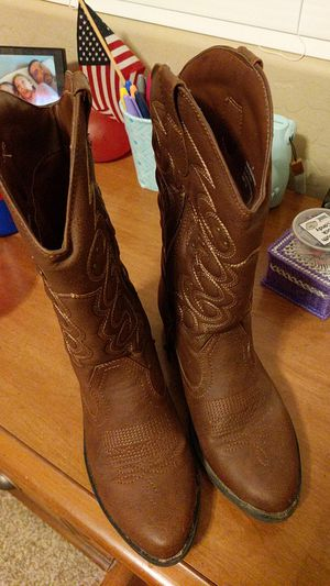 Girls boots size 4 for Sale in Peoria, AZ
