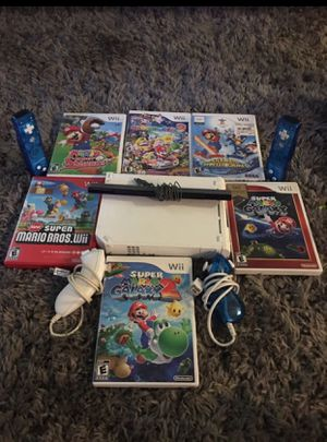 Wii comes with 6 games 2 controllers 2 nunchucks all wires an 1 censer for Sale in Alexandria, VA