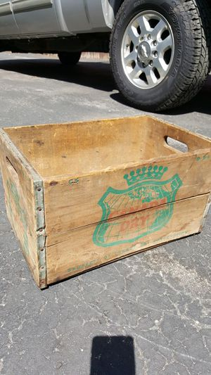 Antique Canada Dry wooden bottle case for Sale in Reading, MA