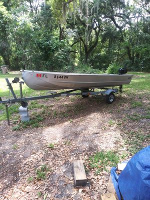14 ft aluminum jon boat no leaks solid boat galvanized trailer good running 4 horse Johnson ready for the water clear title in hand or trade truck for Sale in Apopka, FL