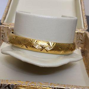 """18k gold filled 18k stamped bracelet bangle 8"""" openable for Sale in Kensington, MD"""