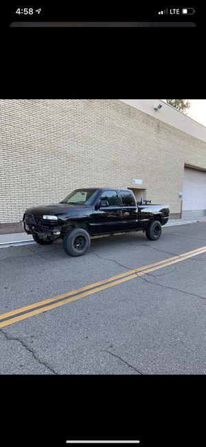 01 Chevy Silverado for Sale in Fresno, CA