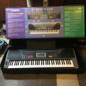 Electric Keyboard come with case and stand for Sale in Newport News, VA