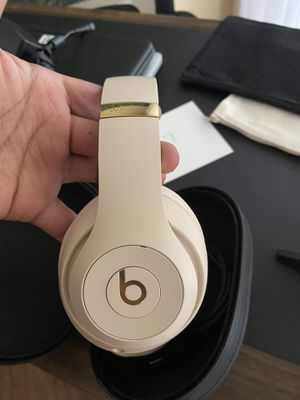 Beats by Dr. Dre - Solo³ The Beats Icon Collection Wireless On-Ear Headphones - Satin Gold for Sale in Margate, FL
