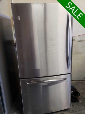 💥💥💥GE 33 in. Wide Refrigerator Fridge Bottom Freezer #1447💥💥💥 for Sale in Rancho Cucamonga, CA