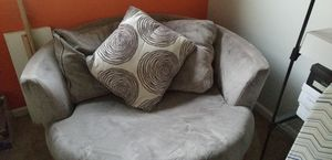Round comfy, swivel chair (Make offer) for Sale in Washington, DC