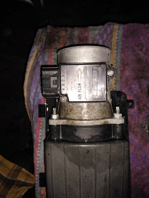 Mass air flow sensor and air box top come off from a 1997 Ford f150 with a 5.0 liter engine the part is good for Sale in Plant City, FL