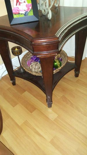 2 identical Wood End tables for Sale in Miami, FL