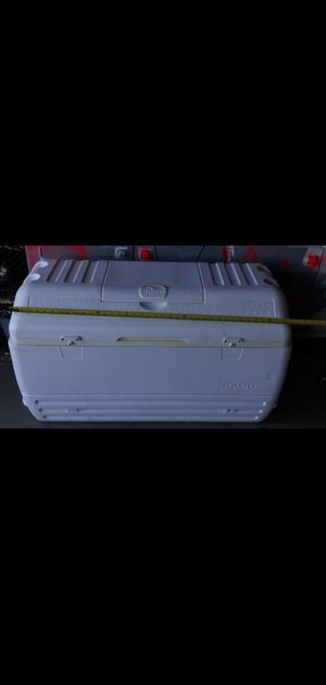 Ice chest size 40x18 inches for Sale in Hemet, CA