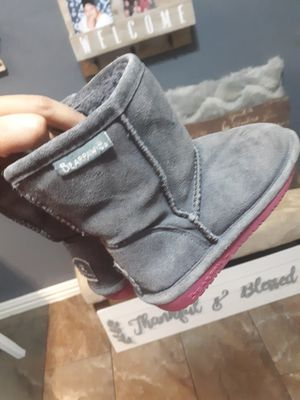 Bear paw grey boots size 10 in little girls for Sale in Houston, TX