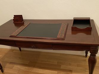 Bombay Company mahogany desk for Sale in Los Angeles,  CA