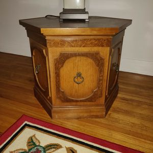 END TABLE WOODEN OCTAGON SHAPE for Sale in Los Angeles, CA