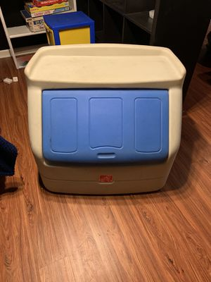 Kids step 2 toy box for Sale in Crest Hill, IL