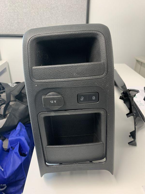 2012 Jetta gli center console