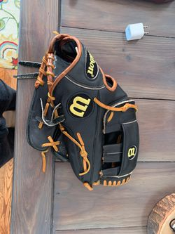 Wilson A2000 Baseball Glove for Sale in Oxford,  OH