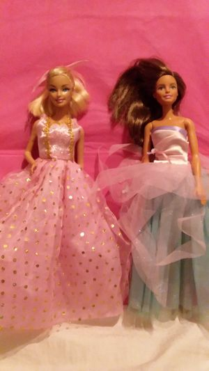2 GORGEOUS BARBIES for Sale in Long Beach, CA