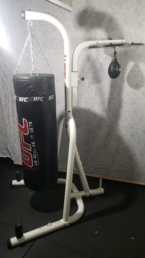 PUNCHING BAG AND STAND for Sale in Lakewood, WA