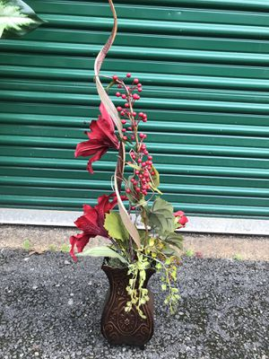 Fake flowers in vases15$ for. All for Sale in BETHEL, WA