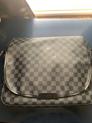 LV MESSENGER BAG for Sale in Homewood, IL