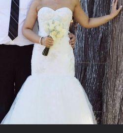 2003 Mermaid White Beaded Wedding Dress Size 4 Only Worn Twice for Sale in Hoquiam,  WA