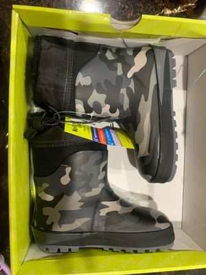 Brand new (tags on) toddler boy girl size 9/10 kids snow boots for Sale in Phoenix, AZ