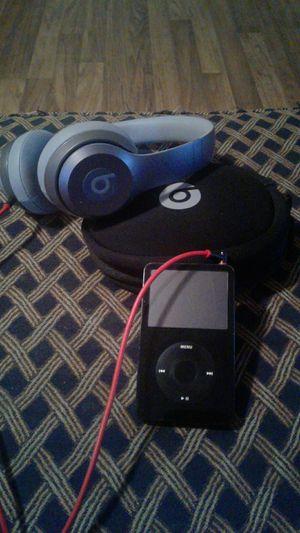 Beats solo w/case&aux cord plus iPod 30 gigs for Sale in Richmond, KY