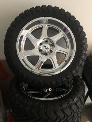22 Inch Wheels with 35 Inch Tires with TPMS Sensors for Sale in San Diego, CA